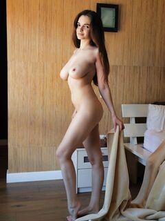 Девушка с голыми крупными сиськами - фото