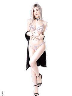 Девица с крупной грудью в кружевном белье - фото
