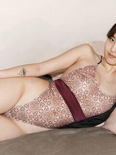 Сочная азиатка с красивыми сиськами - фото