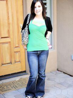 Девушка с маленькими сиськами и большой жопой - фото