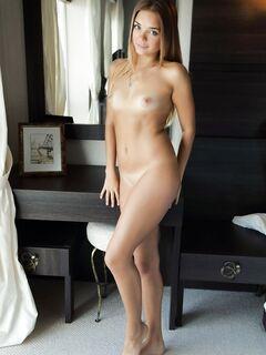 Голая милаха с плоской грудью - фото