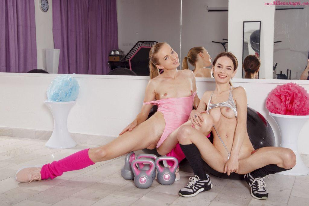 Сексуальные фитоняшки в спортзале - фото