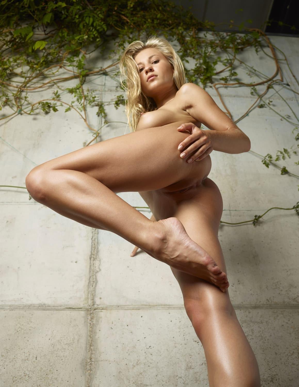 Красивая писька блондинки крупно - фото