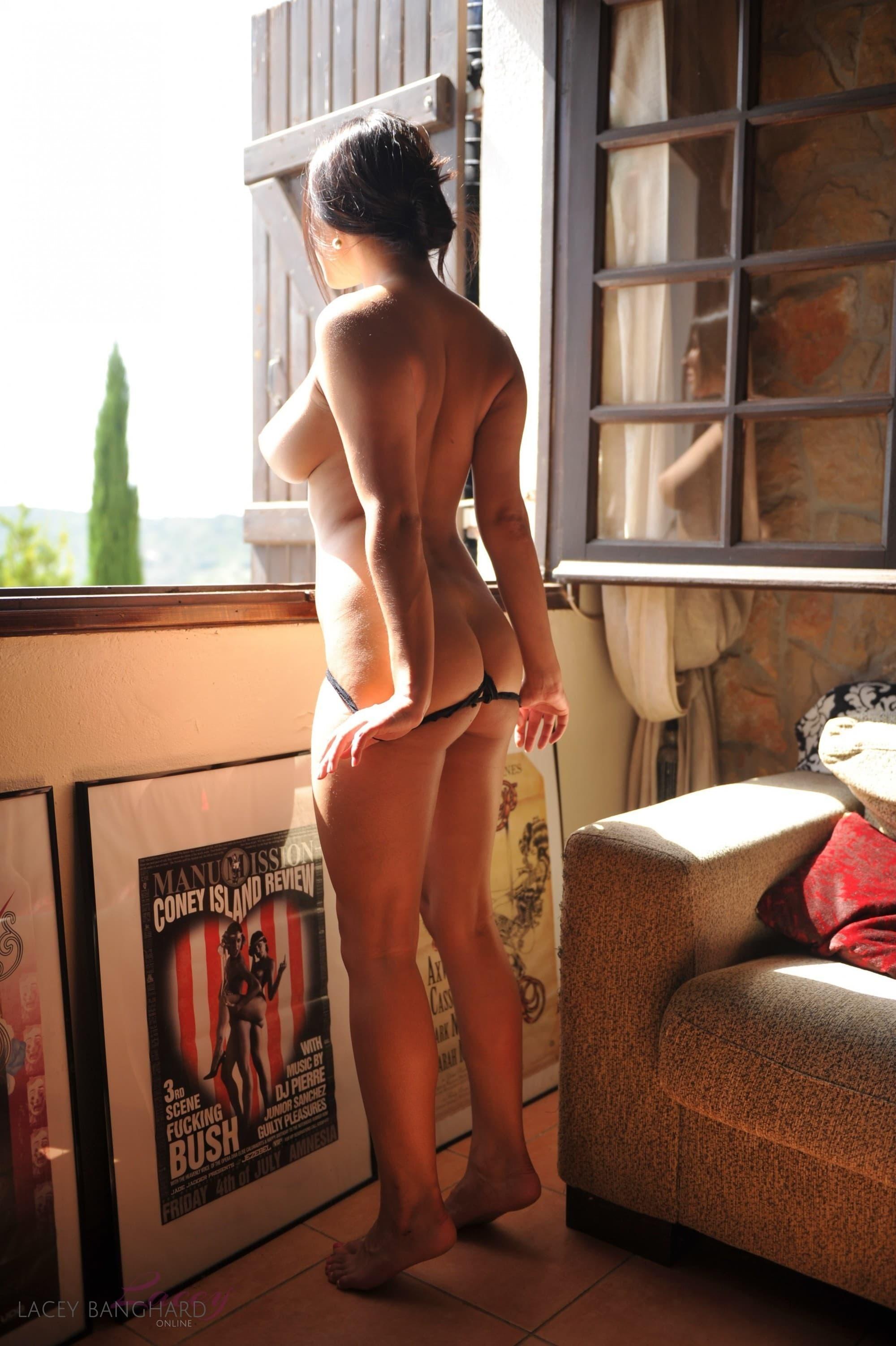 Девушка с пышными сиськами сняла платье и трусики - фото
