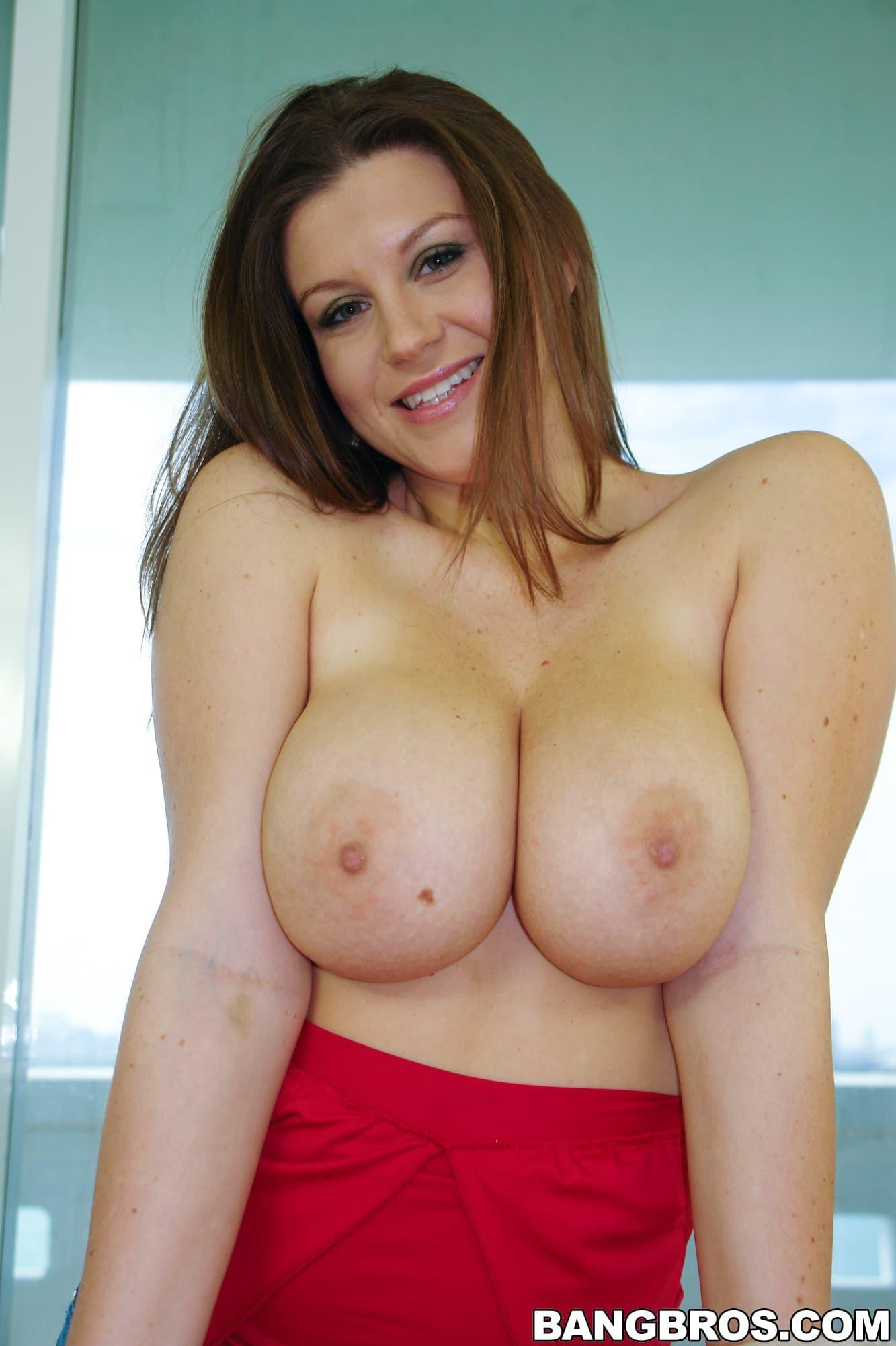 Пышная дамочка с огромными сиськами - фото