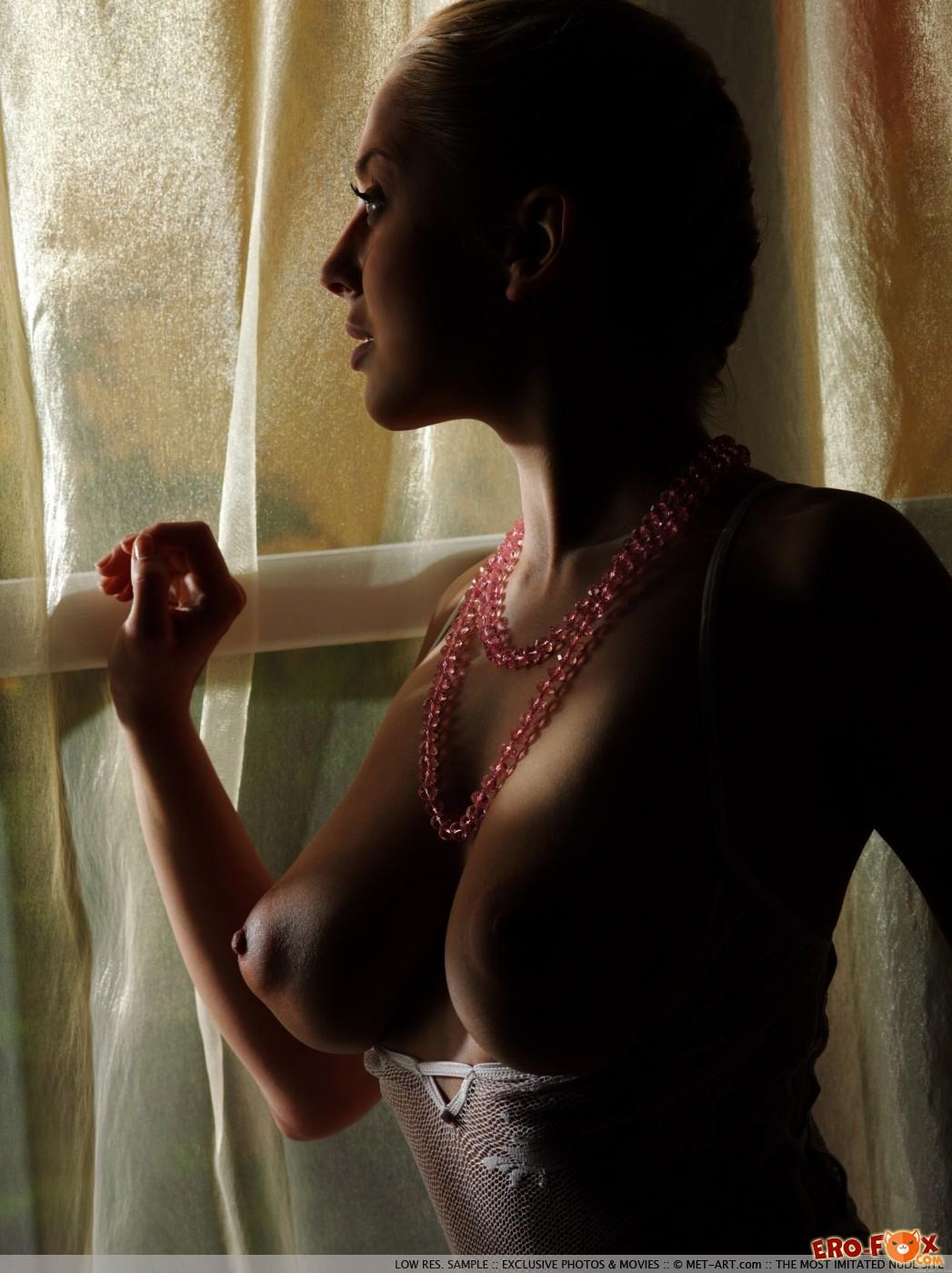 Ню фото томной  женщины 30 лет - красивая эротика.