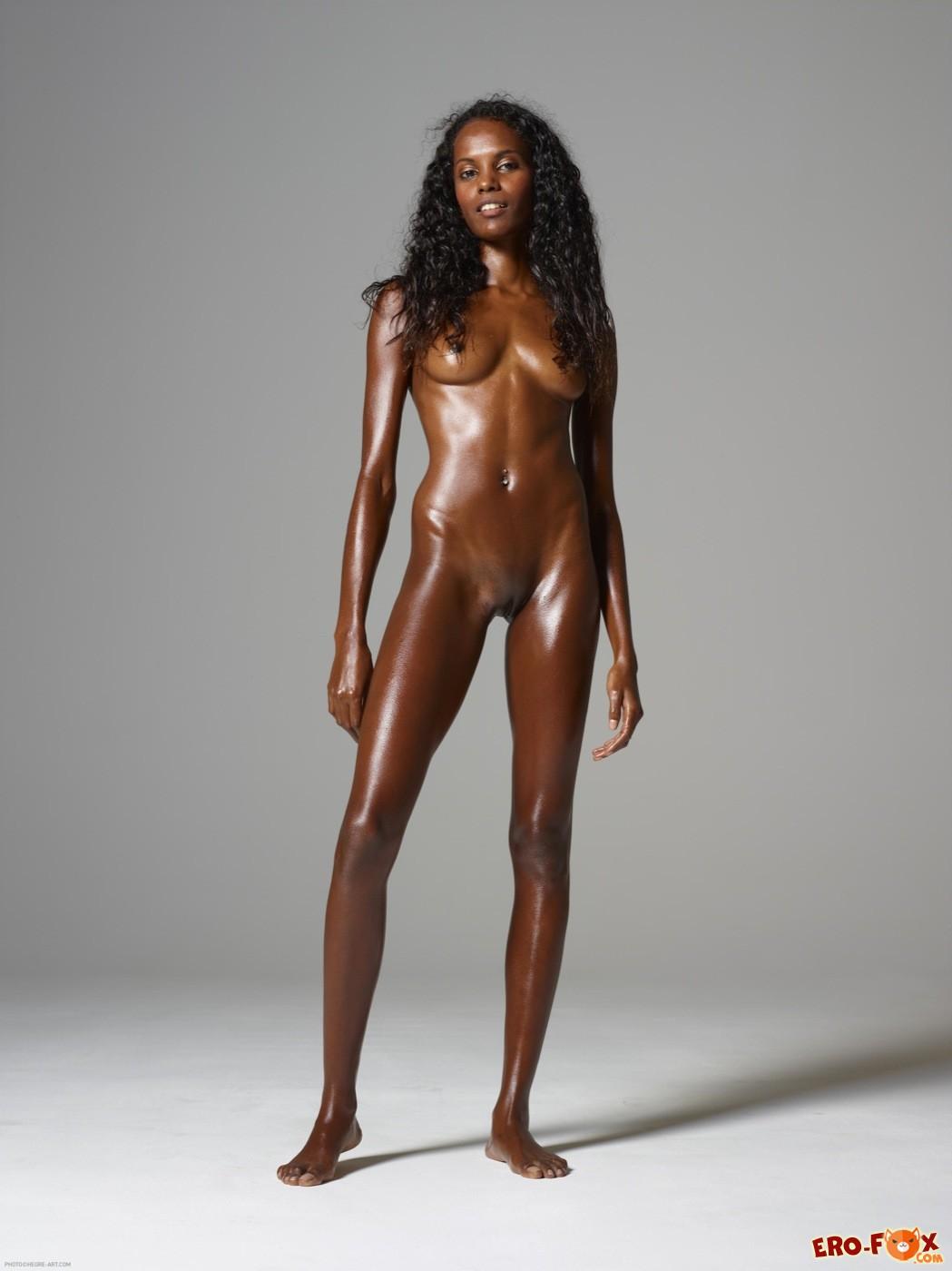 Голая негритянка обмазанная маслом - фото