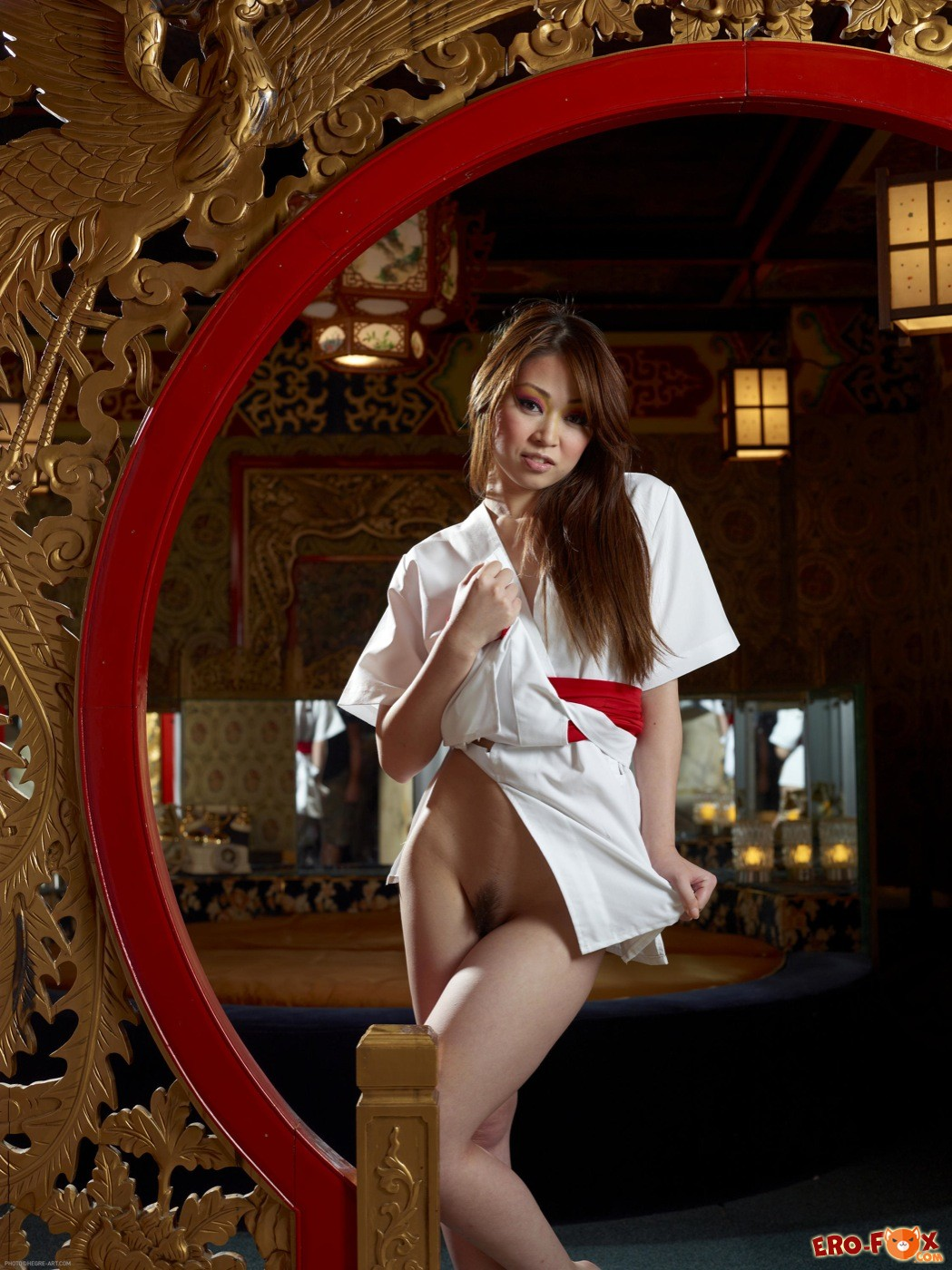 Обнажённая японка с упругой грудью - фото