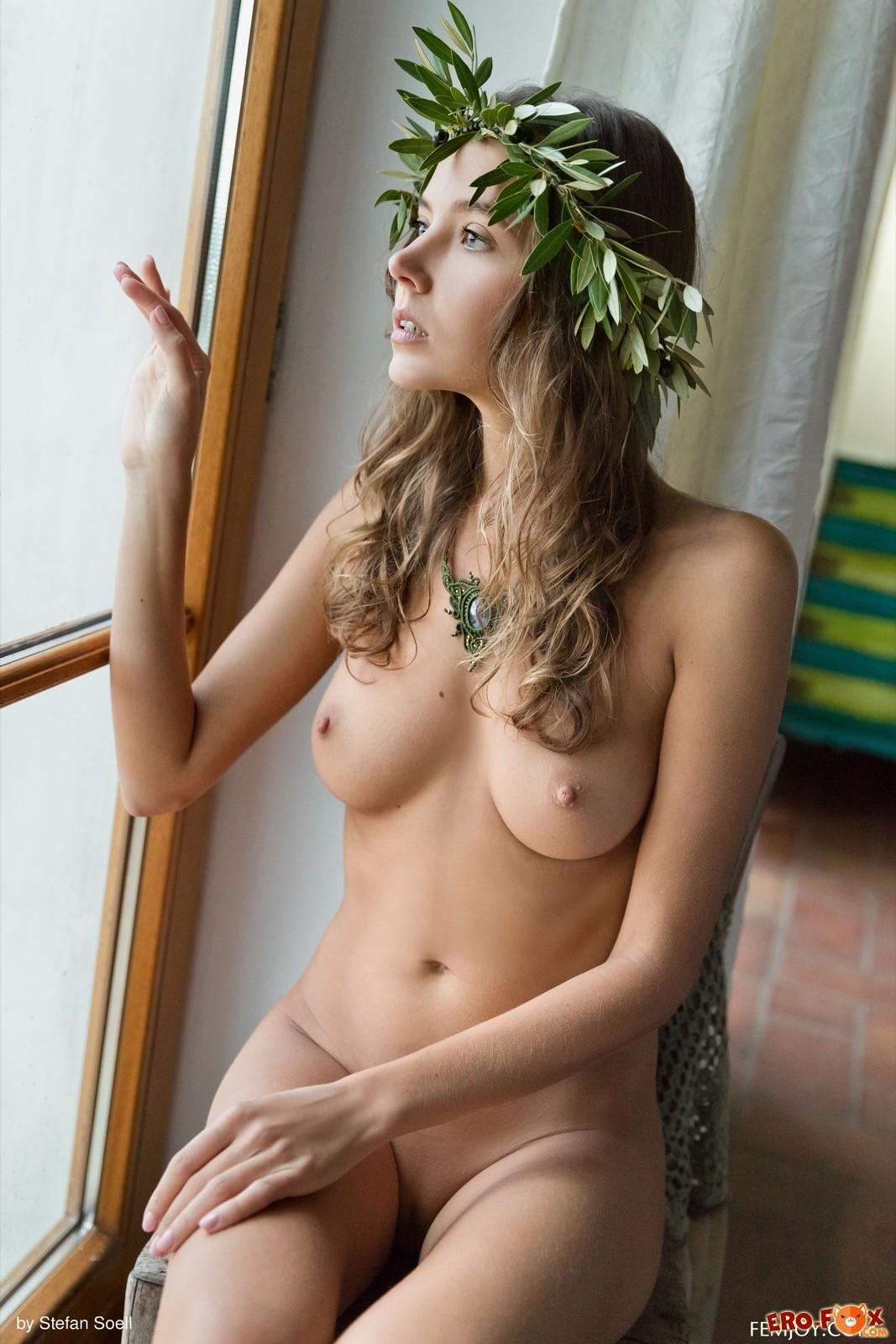 Стройная сексапильная модель с красивой внешностью голая - фото