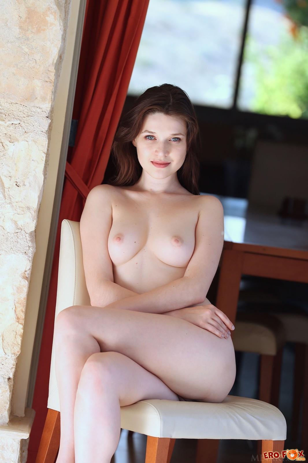 Девица с шикарным телом сняла нижнее бельё - фото