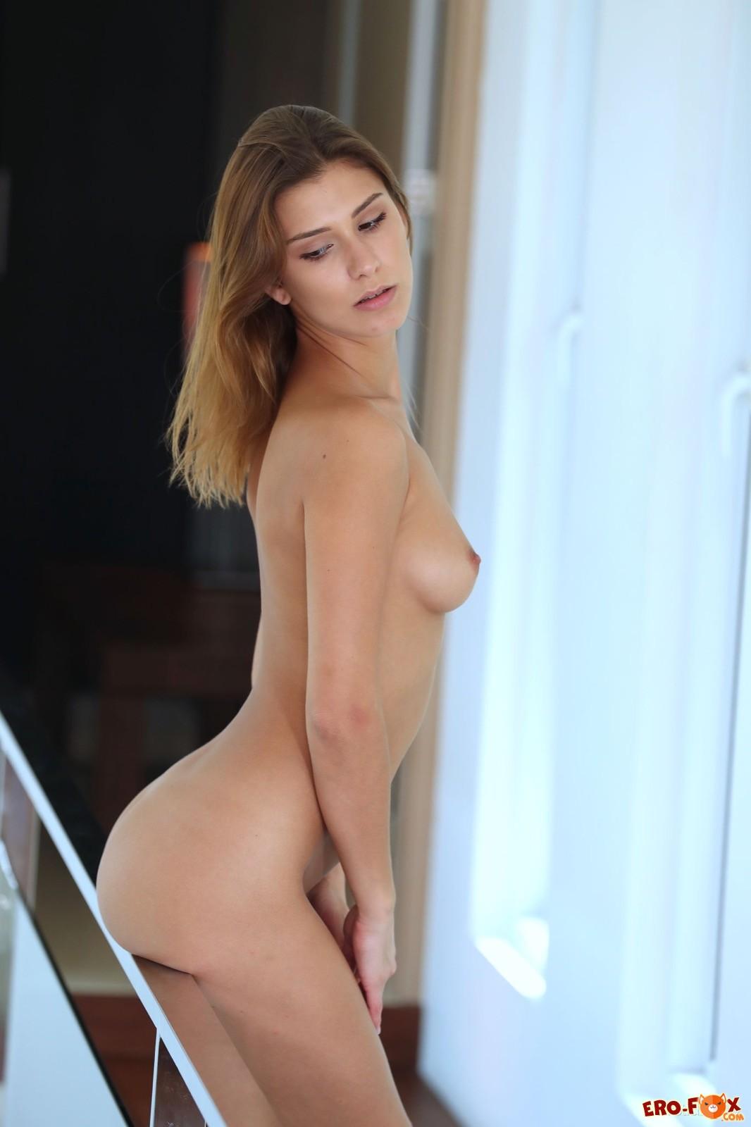 Красивая девушка с шикарным голым телом - фото